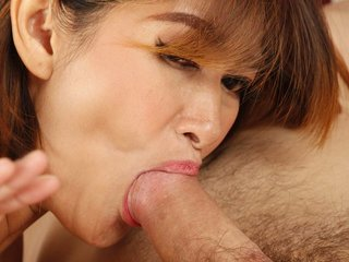 MILF Ploy of Chinese origin gives tourist BJ